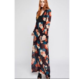 Nwt Graphic Floral Maxi Dress